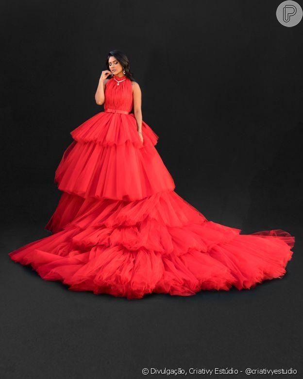 Mileide Mihaile em look exuberante vermelho Israel Valentim