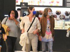 Filhos de Thiago Lacerda e Vanessa Lóes, Gael e Pilar passeiam com a mãe. Fotos!