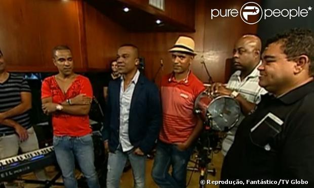 Alexandre Pires anuncia sua volta ao Só Pra Contrariar, no programa 'Fantástico', da TV Globo, em 10 de março de 2013
