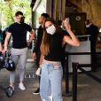 Gabi Martins usou calça jeans sem bolso que virou febre entre as celebridades