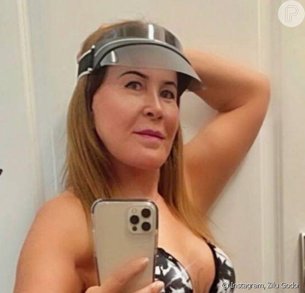 Zilu Godoi chamou atenção por nova foto de biquíni, aos 62 anos: 'Corpo perfeito'