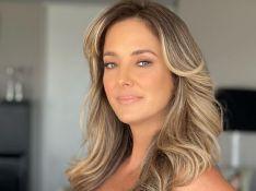 Ticiane Pinheiro usa vestido bicolor e aprova look: 'A cara do verão'. Foto!