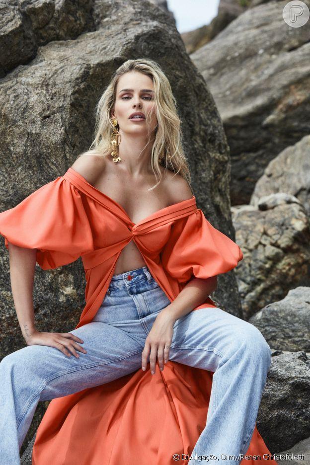 Jeans de cintura alta é favorito de Yasmin Brunet