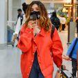 Giovanna Lancellotti usou  jaqueta oversized