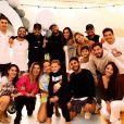Enquanto isso, Neymar e Bruna Biancardi apareceram abraçados pela primeira vez em uma foto