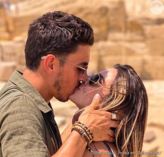 Giovanna Lancellotti e Gabriel David assumiram namoro em fotos de beijo no Egito: 'Nem sabia que era tão bom amar assim'