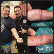 Leandro Hassum faz tatuagens no braço e presta homenagem à mulher e à filha