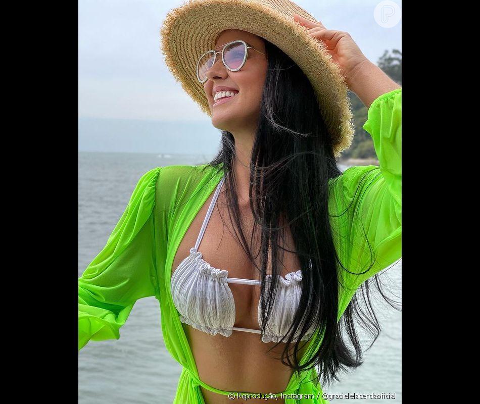 Adepta do neon, Graciele usa tons fortes até nas saídas de praia