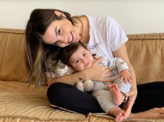 Sthefany Brito passa 'perrengue' ao fazer maquiagem com o filho: 'Mãe brasileira não desiste'