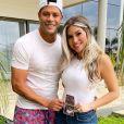 Hulk posta foto rara da barriga da mulher grávida, Camila Ângelo, para o Dia das Crianças: 'Papai já te ama'