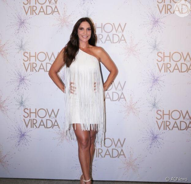 Ivete Sangalo escolhe vestido de franjas para a gravação do Show da Virada, em São Paulo, em 27 de novembro de 2014