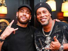Neymar e Ronaldinho Gaúcho vão a restaurante juntos em Paris e trocam elogios: 'Parceiro'
