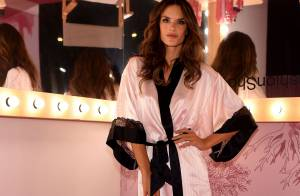 Alessandra Ambrosio posa nos bastidores do desfile da Victoria's Secret. Fotos!