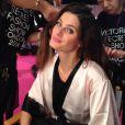 Isabelli Fontana faz o cabelo para o desfile do Victoria's Secret Fashion Show, em 2 de dezembro de 2014