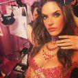 Alessandra Ambrosio se prepara para o desfile Victoria's Secret fashion Show