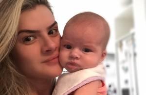 Mirella Santos aparece em foto com a filha, Valentina, de três meses: 'Te amo!'
