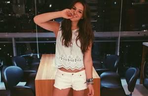 Bruna Marquezine deixa pernas à mostra ao publicar foto de shortinho: 'Linda'