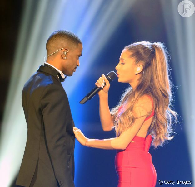 Ariana Grande e Big Sean cantaram 'Best Mistake' no 'A Very Grammy Christmas'