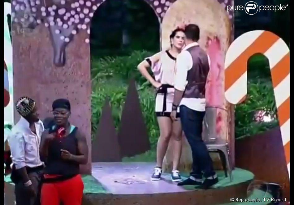 'A Fazenda': Débora Lyra e Marlos Cruz brigaram depois que a miss abraçou DH durante a última festa do reality