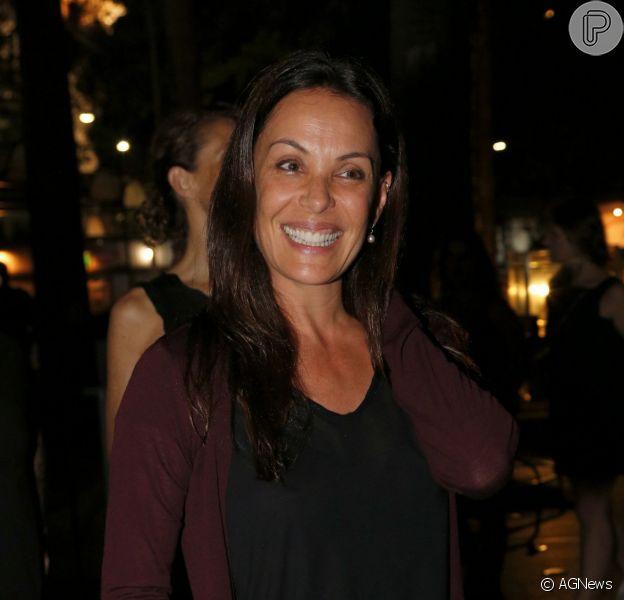 Carolina Ferraz vai receber R$ 100 mil de empresa por indenização