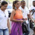 Juliana Paes exibe seu barrigão em gravação de programa com Angélica