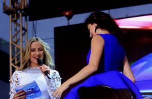 Isis Valverde é traída por vento, mas não perde humor em show de Claudia Leitte