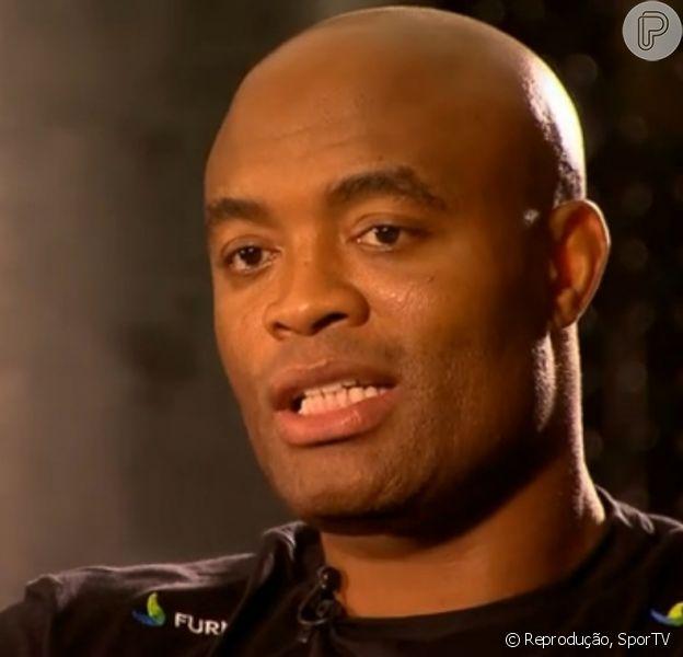 Anderson Silva revela que está escrevendo uma série policial: 'História nova do Batman', disse ele em entrevista ao SporTV, desta sexta-feira, 26 de dezembro de 2014