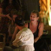 Kate Moss janta com a família em restaurante de Trancoso, na Bahia