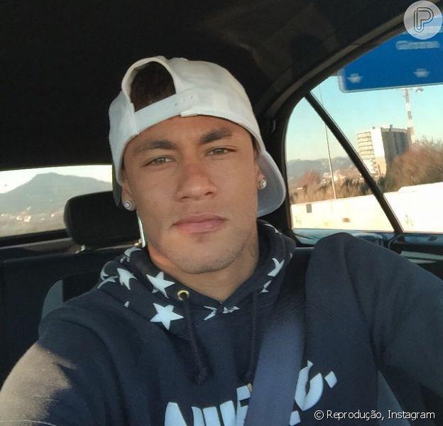 Neymar raspou a barba que estava pintada de branco
