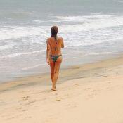 Maitê Proença curte férias na Bahia e exibe boa forma de biquíni aos 56 anos