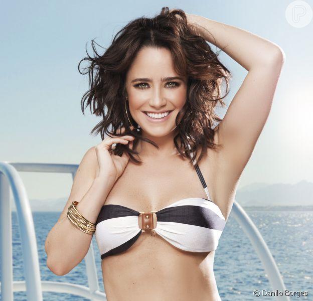 Fernanda Vasconcellos posou de biquíni para edição de janeiro da revista 'Corpo a Corpo'