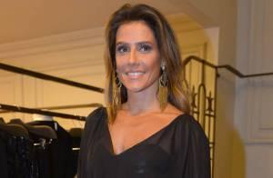 Deborah Secco usa look transparente em evento de moda em São Paulo