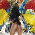 O body cavado deixou o bumbum de Sabrina Sato à mostra durante o desfile da Vila Isabel