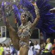 Em 2014, a ex-bailarina do Faustão Aline Riscado não ousou apenas na fantasia, mas também nos movimentos. A pequena calcinha deu mais leveza e poder à performance da rainha de bateria da Caprichosos de Pilares