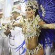 O corpo torneado de Aline Riscado ficou em evidência no pequeno biquíni usado no desfile da Caprichosos de Pilares