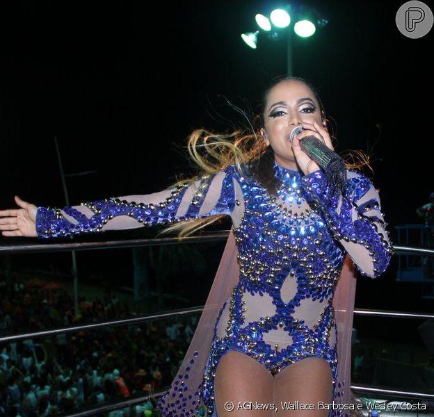 Anitta estreia no Carnaval de Salvador, na Bahia, no circuito Barra-Ondina com fantasia luxuosa, nesta quinta-feira, 12 de fevereiro de 2015