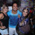 Anitta recebe Xanddy e Carla Perez no camarim de seu bloco em Salvador, na Bahia
