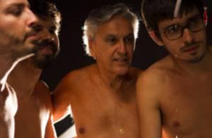 Caetano Veloso aparece sem camisa em novo clipe do álbum 'Abraçaço'