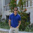Klebber Toledo escolheu um look casual para assistir ao desfile da Blue Man, no Palácio São Clemente