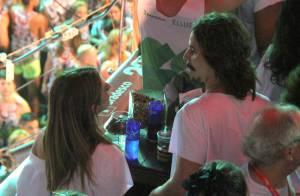 Fernanda Paes Leme troca beijos com o namorado, Marcel Mangione, em Salvador