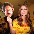 Marina Ruy Barbosa brincou com a máscara usada por Alexandre Nero