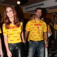 Marina Ruy Barbosa e Caio Nabuco foram ao sambódromo carioca na madrugada desta segunda-feira (16)