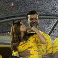 Marina Ruy Barbosa e o empresário Caio Nabuco namoram no camarote da Devassa, no Rio, na madrugada desta segunda-feira, 16 de fevereiro de 2015