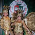 'Muitos penduricalhos, aplicação de moedas, brilho e cristais. Uma média de 30 mil cristais Swarovski em cada uma delas, sendo que a de Susana temainda o glamour das penas de faisão albino, que foram pintadas de dourado', diz estilista Michelly Xis
