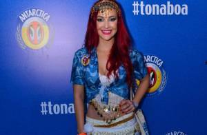 Josie Pessôa se veste de cigana depois de estreia com fio-dental na Sapucaí