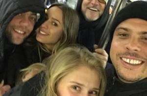 Ronaldo foge do Carnaval e publica foto com a namorada no metrô de Nova York