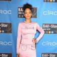 Rihanna costuma virar o alvo das atenções pelos seus looks ousados e excêntricos