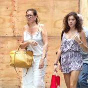 Lilia Cabral passeia com a filha pelas ruas do Leblon, no Rio
