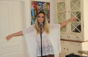 Tânia Mara grava clipe dirigido pelo irmão e ganha selinho da filha, Maysa