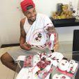 Naldo Benny mostra enxoval da filha com as cores do Flamengo